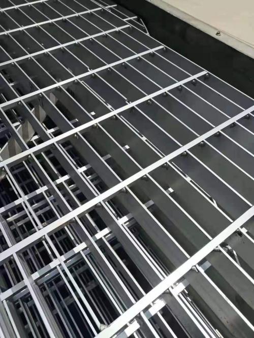 铝板钢格栅平台