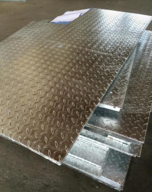 热镀锌复合格栅板